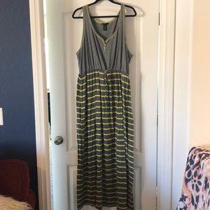 Cute comfy floor length maxi dress.